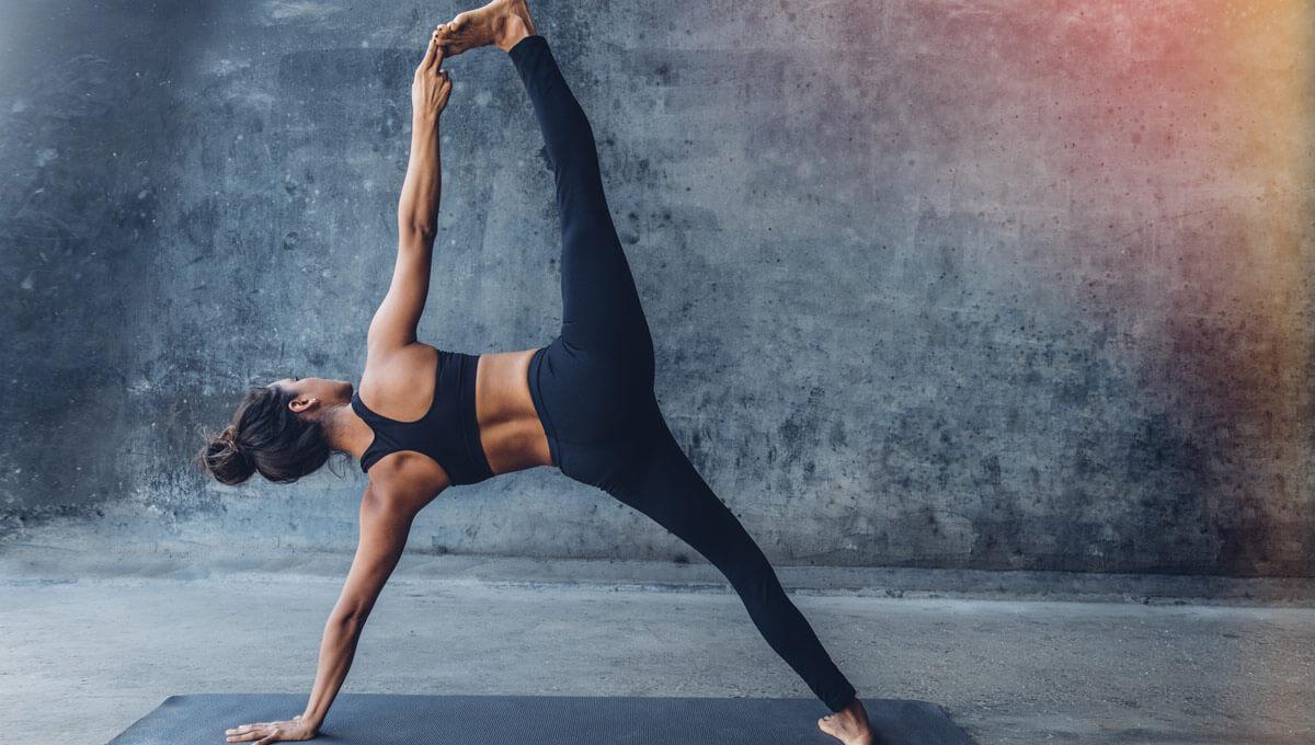 Dlaczego warto uprawić jogę  przed treningiem?