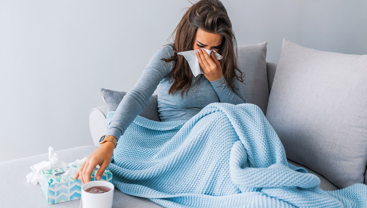 What are the first symptoms  of the cold?