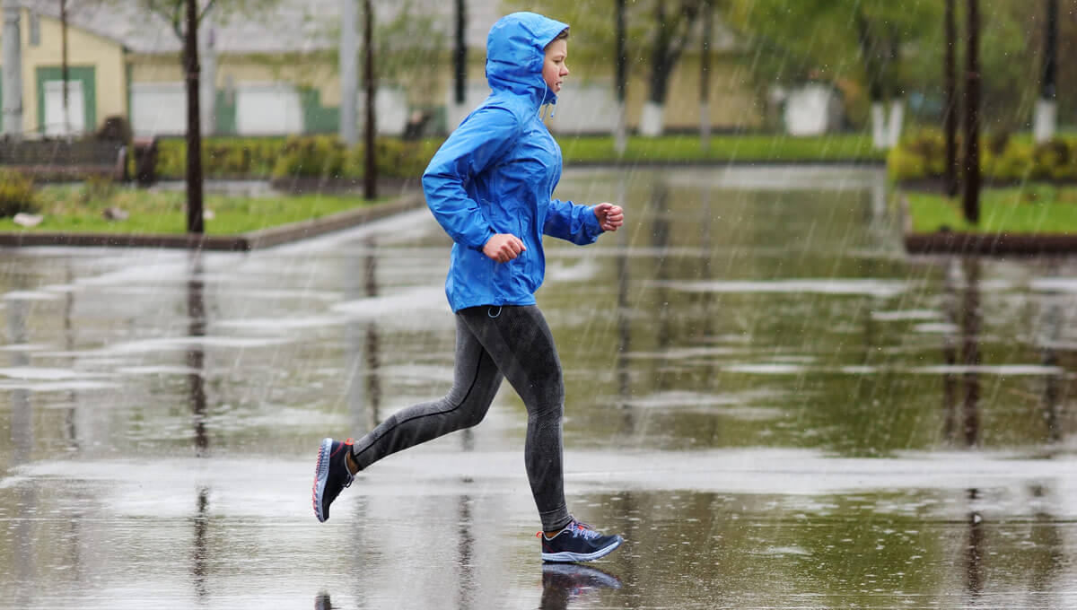 What are the benefits  of training in the rain?