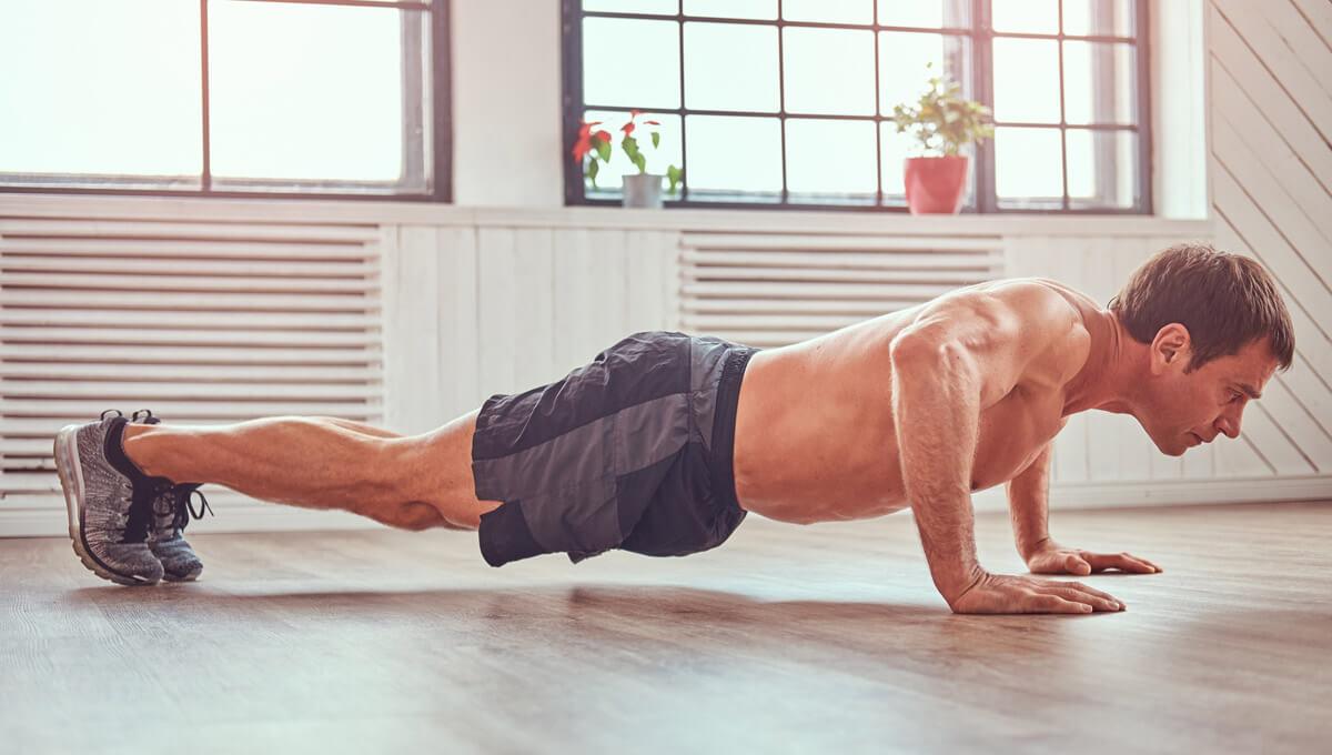 Trening w domu. Jak powinien wyglądać przykładowy plan treningowy?