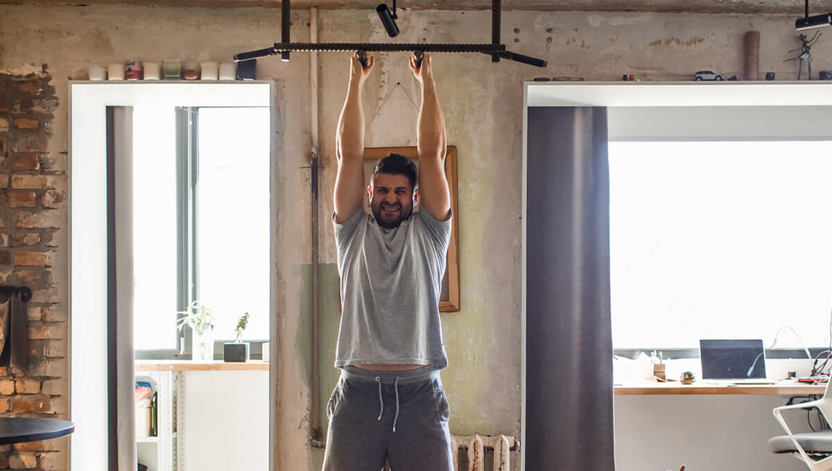 Home training with a pull up bar. The foundation of your fitness!