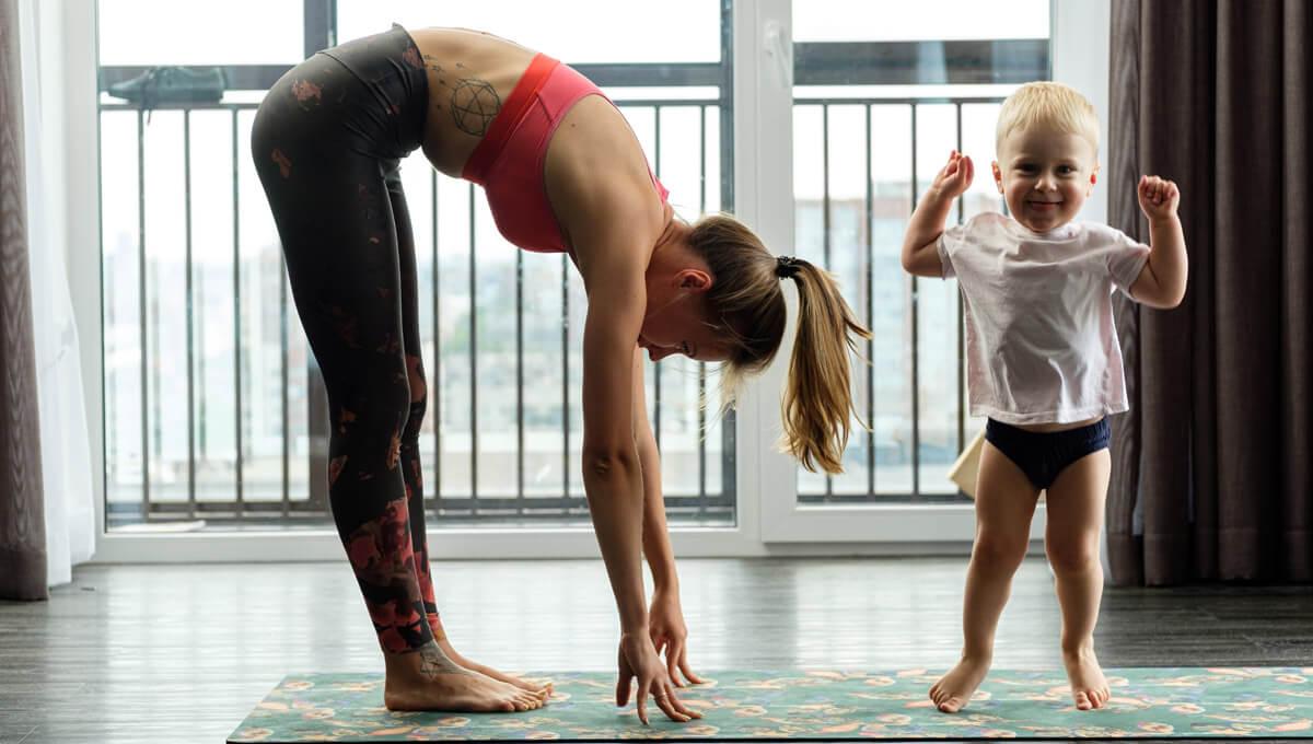 Allenati a casa con tuo figlio.  Lavora sulla forma fisica con la tua gioia!