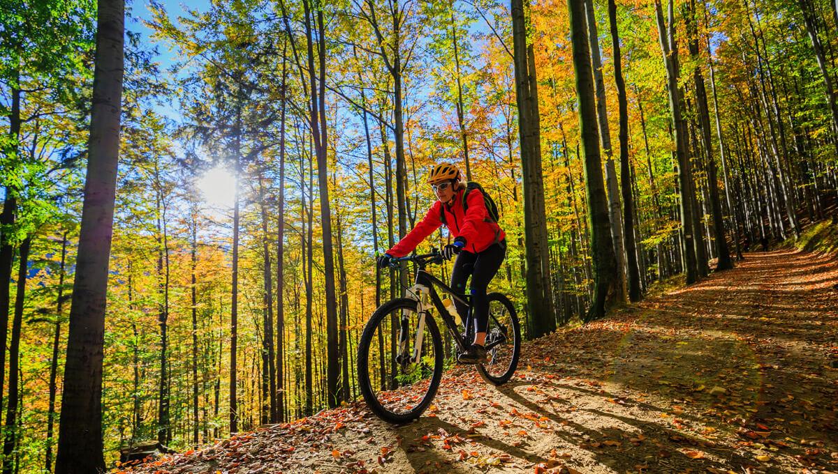 W co się ubrać  na rower jesienią?